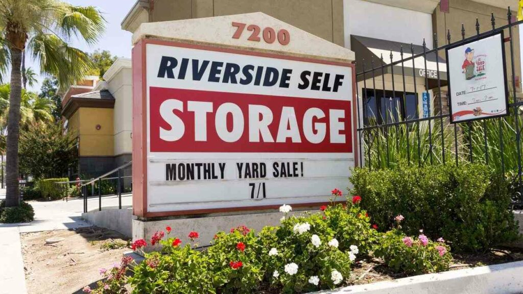 Street sign for Riverside Self Storage